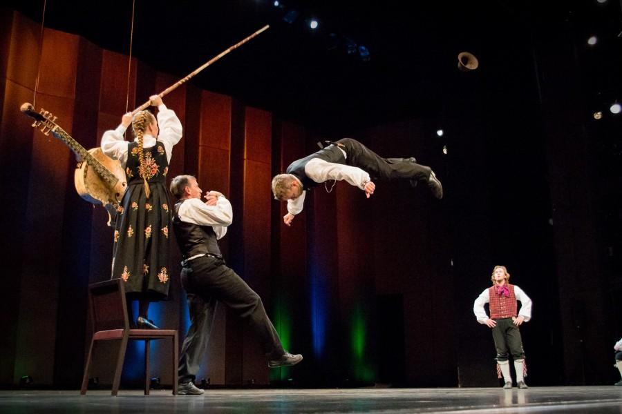 Hallingdansere Ulf Arne Johannessen, Ådne Kolbjørnshus og Sigbjørn Rua - Foto Anbjørg Myhra Bergwitz